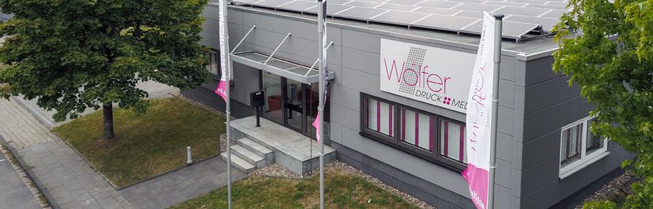 Luftaufnahme Unternehmensgebäude Eingang